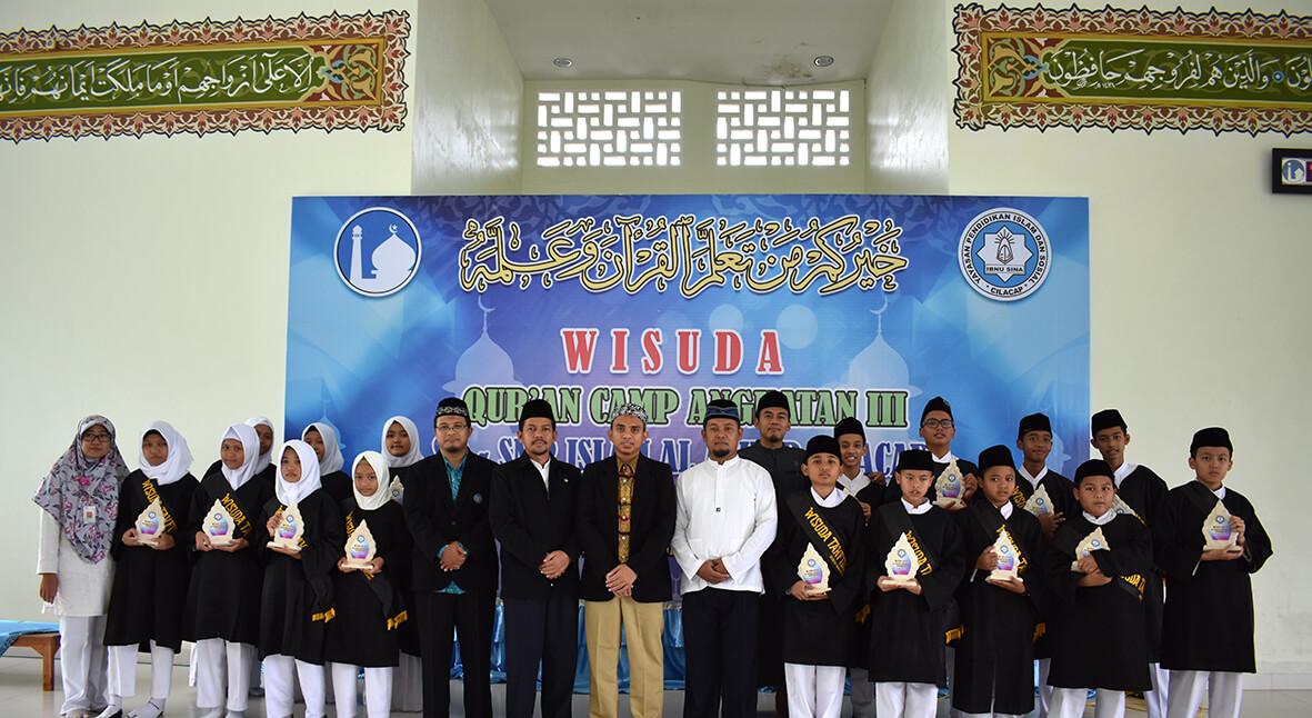 Citaten Quran Wisuda : Wisuda qur an camp angkatan iii sd smp islam al azhar